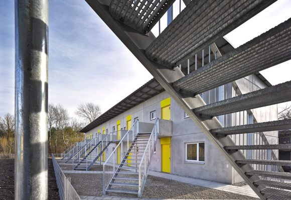 eap Architekten und Stadtplaner, Wohnen für obdachlose Menschen, Ingolstadt, Treppe frontal